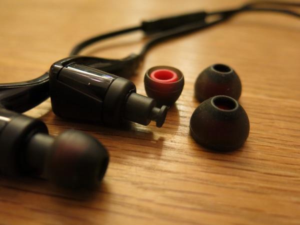PLANTRONICS Bluetooth ステレオヘッドセット BackBeat GO